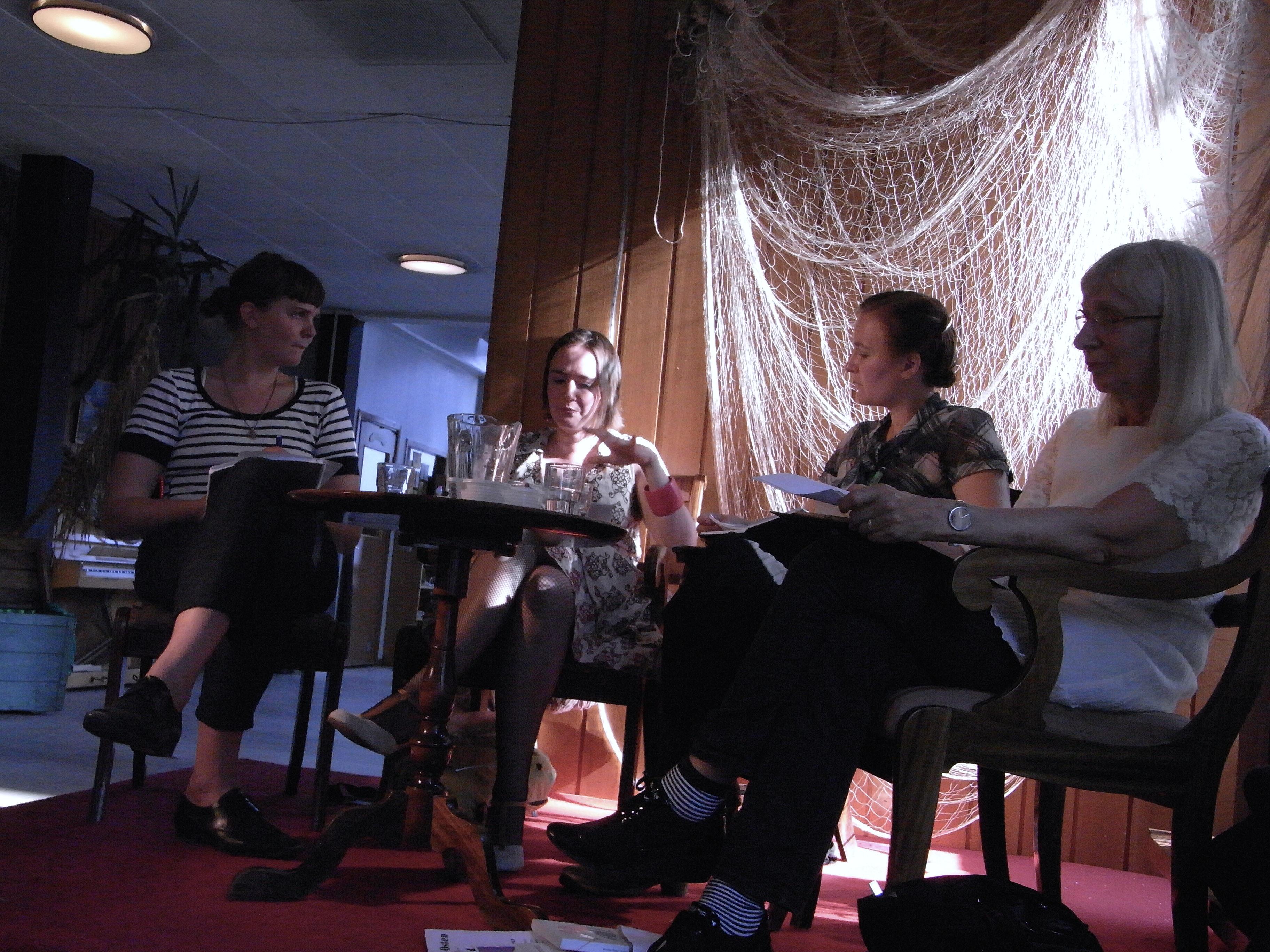 Ebba Petrén, Johanna Koljonen, Anna-Karin Linder och Suzanne Osten i ett samtal om lajv och teater 2010